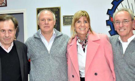 Alejandra Rodenas junto a Enzo Viassolo
