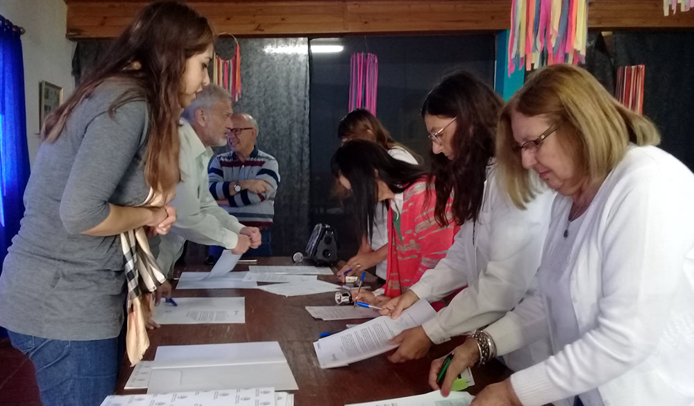 Entrega del Fondo Solidario a escuelas y centros de salud