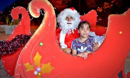 Papá Noel visitó Plaza Sarmiento