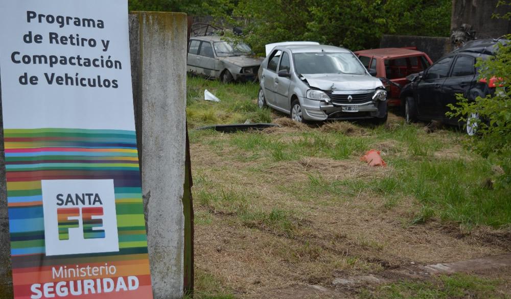 Compactación de vehículos en depósitos judiciales de Maggiolo y Santa Emilia