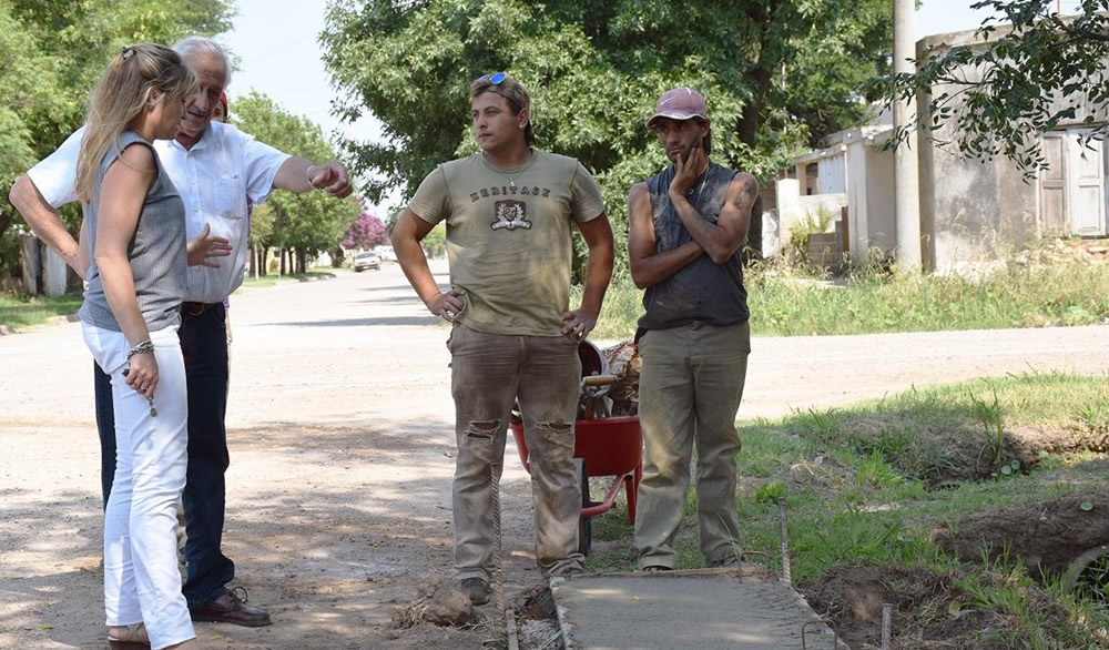 Progreso de obra de cordón cuneta en calle San Juan