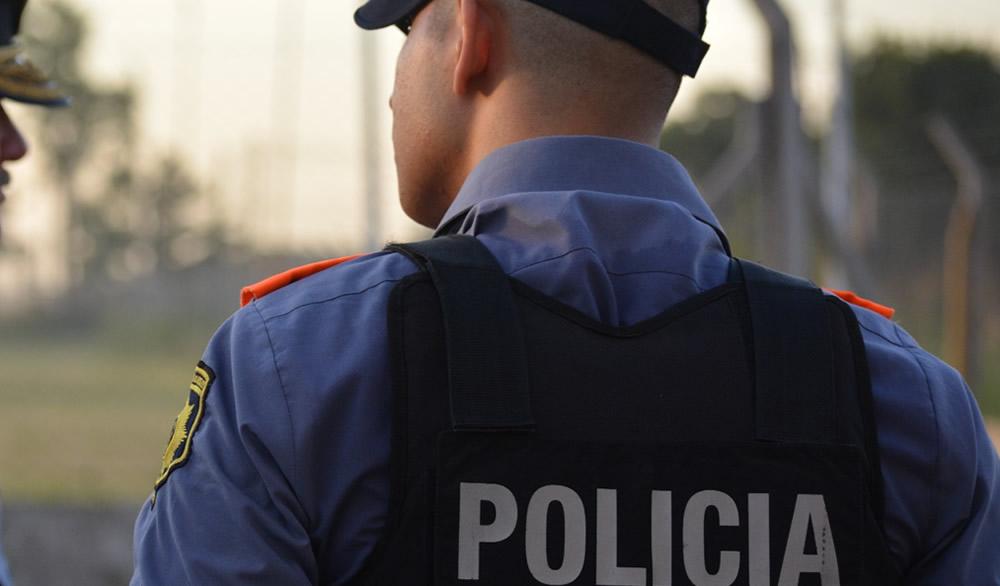 Elortondo: La Policía detuvo a una mujer que atacó a su ex pareja con un cuchillo delante de su hijo de 13 años