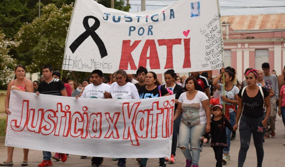 Marcha pidiendo justicia por Kati