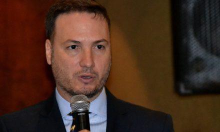 Senador Enrico impulsa cambio de leyes en materia de Drogas