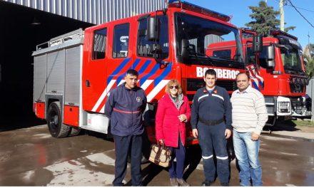 Autobomba forestal y trajes ignífugos para bomberos