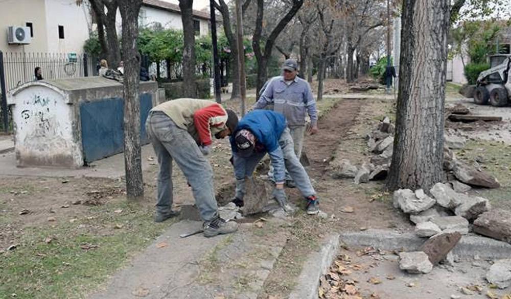 """Reparación de veredas en barrio """"Cibelli"""""""