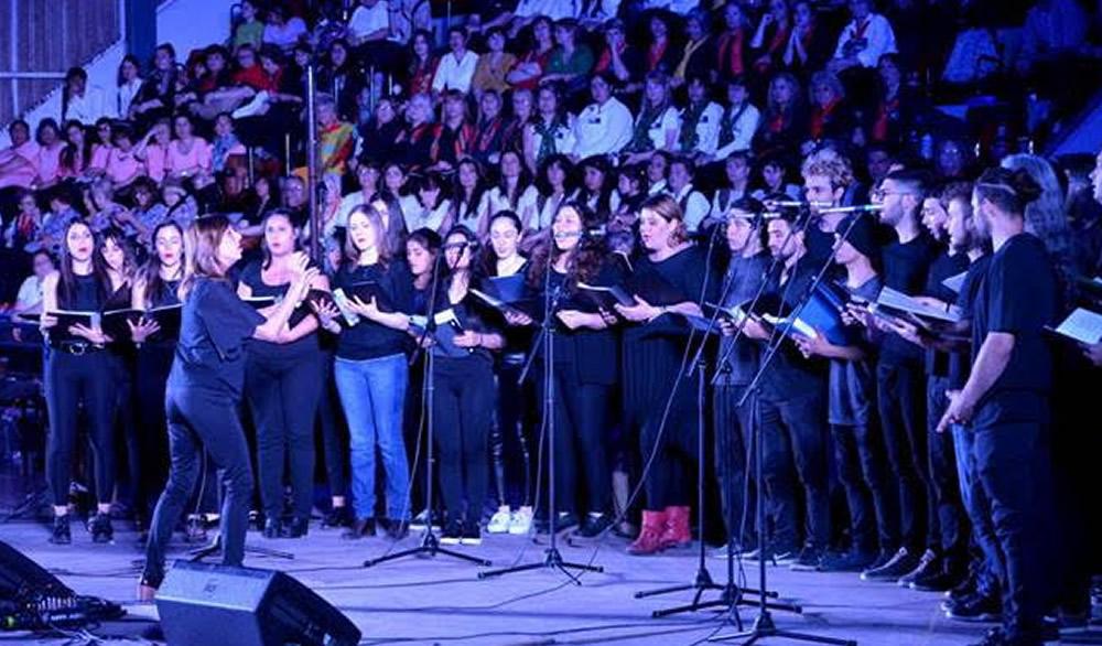 El coro canta con Opus Cuatro