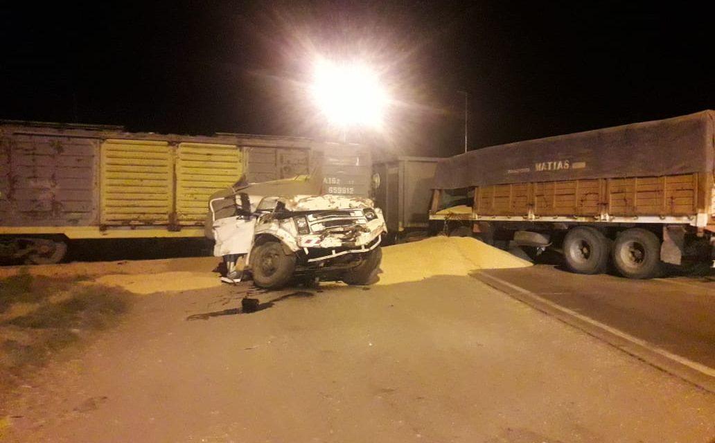 Camión fue atropellado por tren