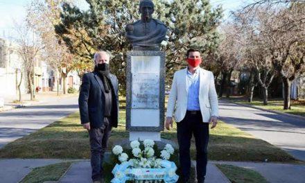 Ofrenda floral en el busto de Belgrano