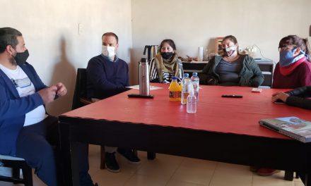 Lisandro Enrico asistió a obreros sin trabajo del frigorífico de liebres de Rufino