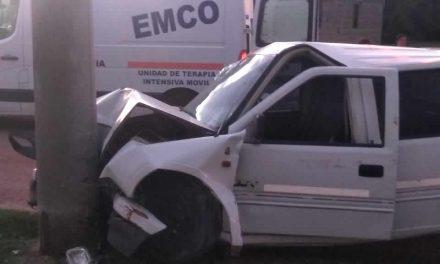 Camioneta impactó contra poste de cemento resultando heridos sus ocupantes