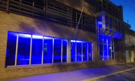 Contra la violencia, la municipalidad se ilumina de violeta
