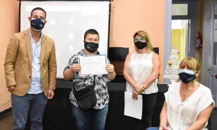La provincia entregó certificados de capacitación en oficios a personas con discapacidad