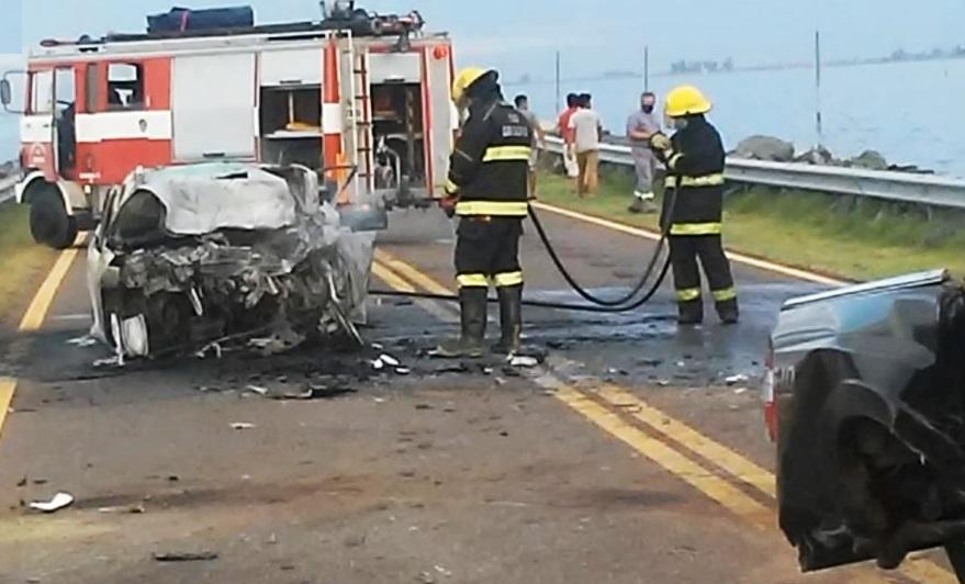 Tres personas murieron calcinadas en grave accidente en Ruta 7