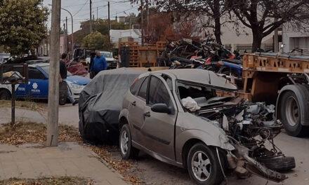 Este miércoles comenzaron a retirar los vehículos accidentados y secuestrados frente a la Comisaría 3ra de Rufino
