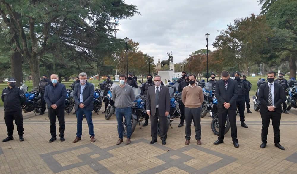 Entrega de motovehículos para la policía