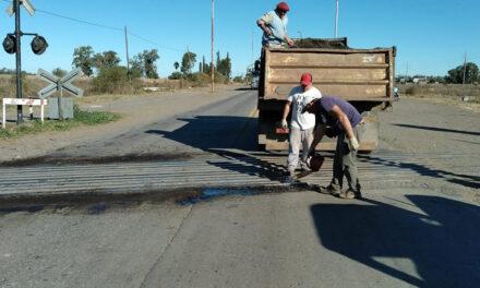 Arreglos en el paso a nivel La Blanqueada y bacheos hacia Cañada