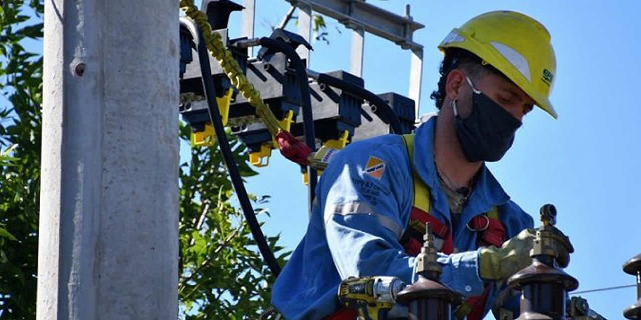 Piden que se vacunen a los trabajadores de la energía eléctrica
