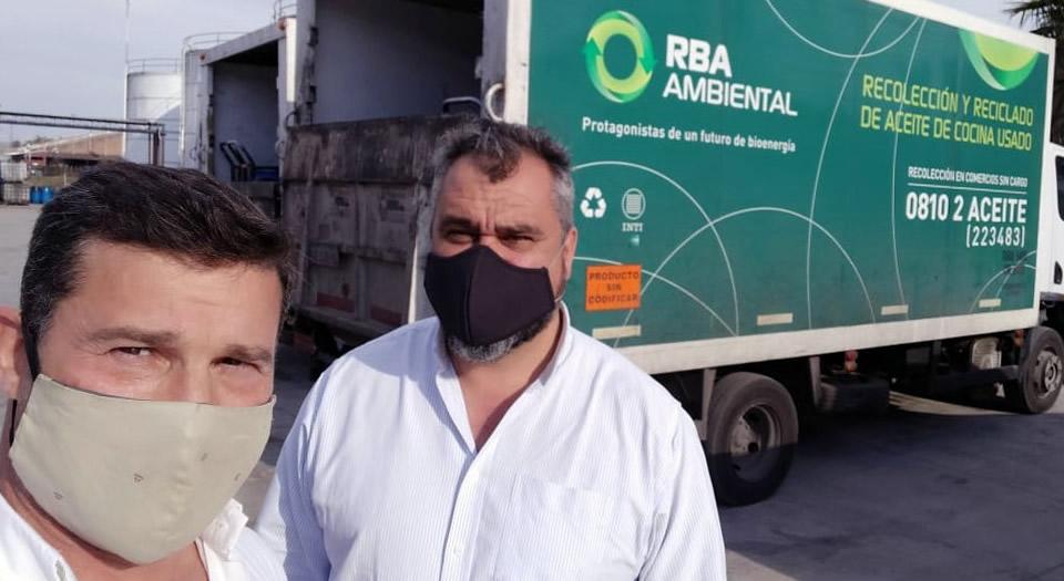 Firma de convenio por AVUS reciclado de aceite vegetal