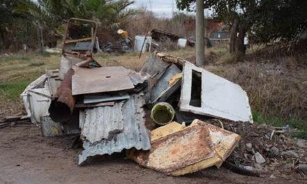 Residuos mal dispuestos en la vía pública